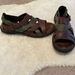 Born Velcro strappy leather walking Sandals. Size 8 Brown and green